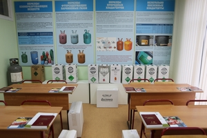 Attendees came to a specially equipped laboratory with teaching posters, illustrating videos, presentations and lectures. What's most important are true samples of counterfeit goods and rapid-response analyzers to detect them